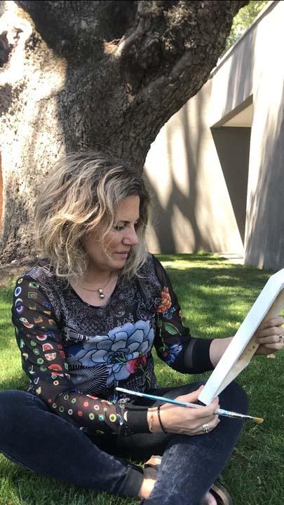 Adriana Larraín, pintora angelina