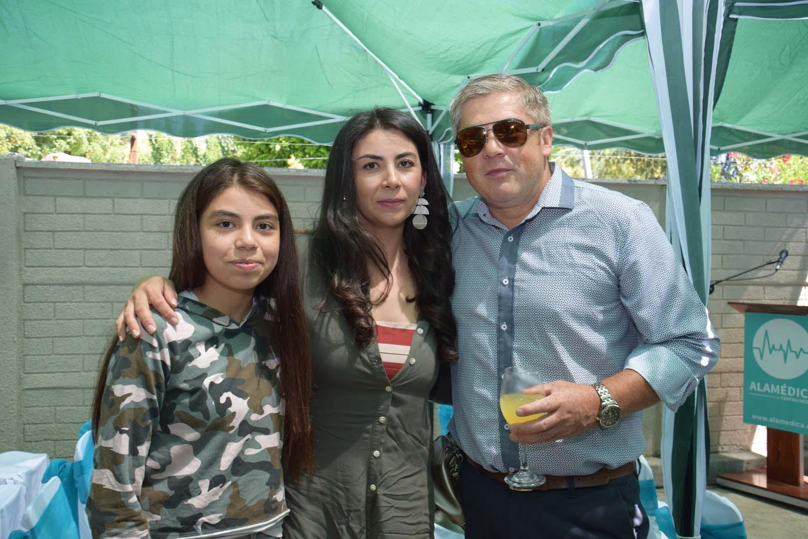 Antonia Acuña, Marcela Corona y Cristian Acuña