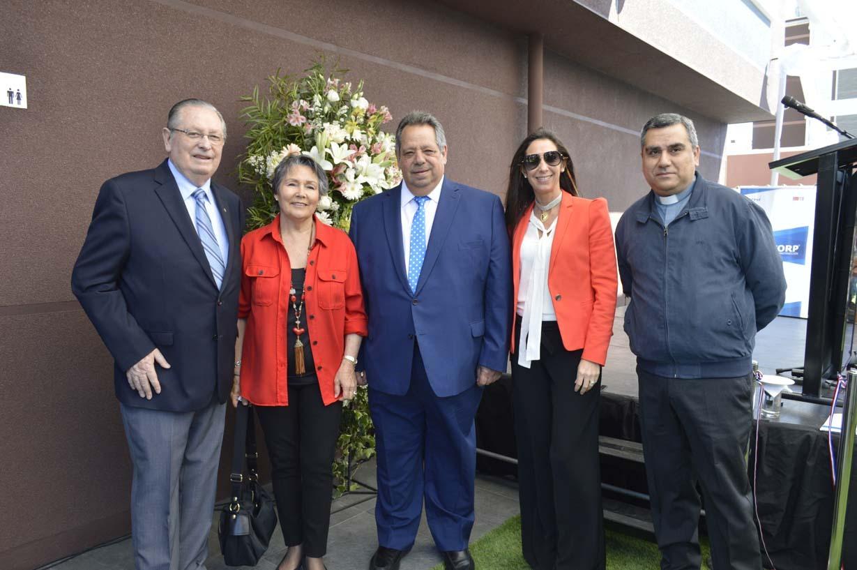 Ariel Larenas, María Teresa Valiente, Sergio Zarzar (alcalde de Chillán), María Teresa Larenas y Padre Patricio Troncoso