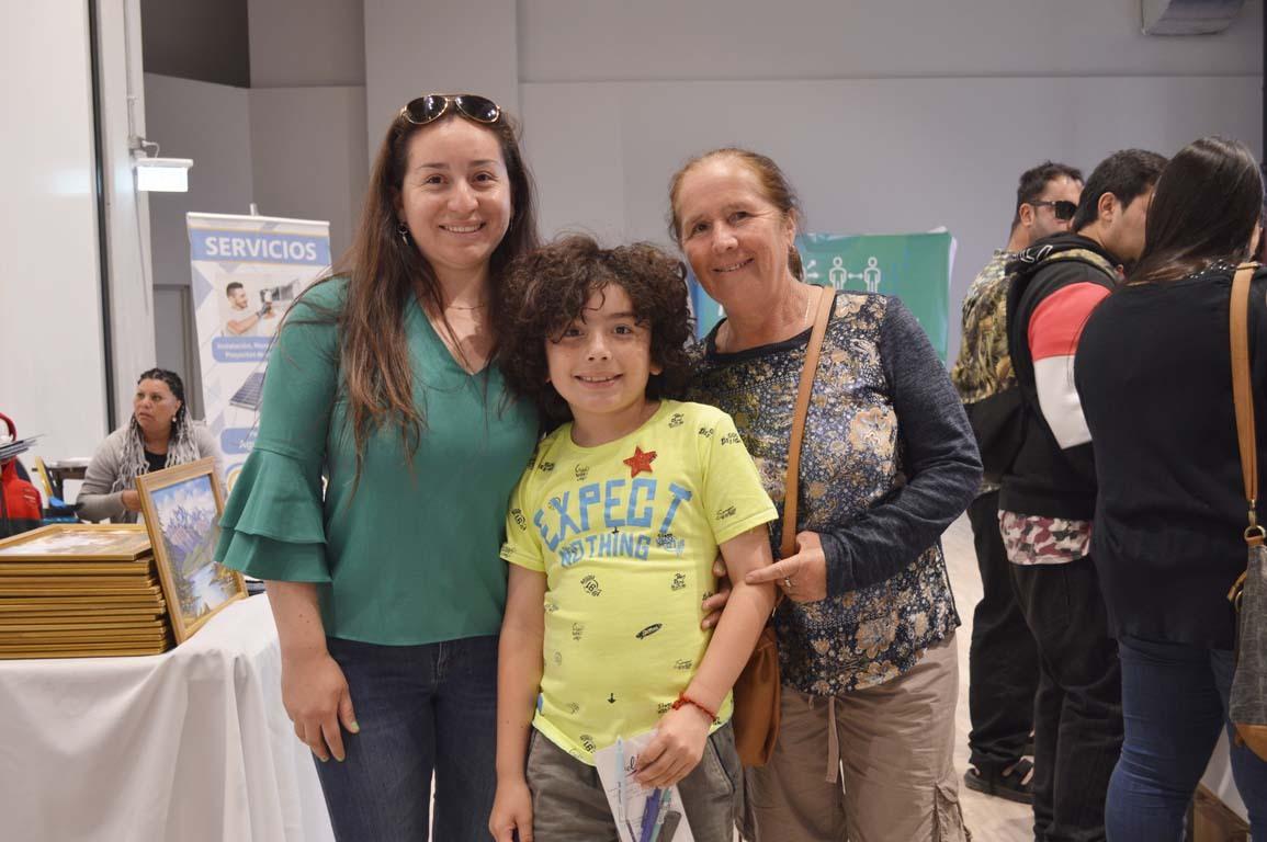 Marcela Veloso, Mateo Garrido y Elena Sandoval