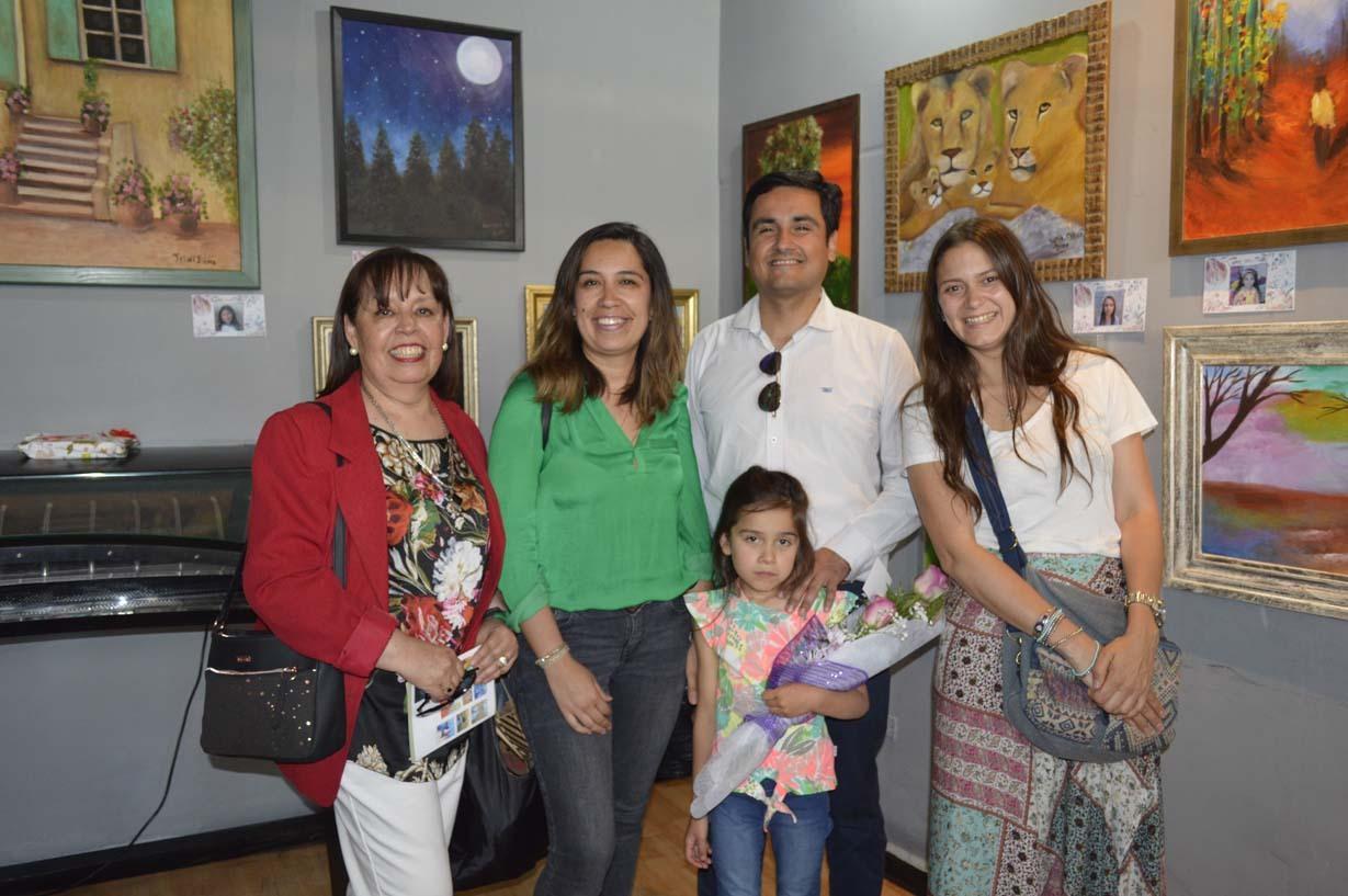 Angélica Mardones, Sandra De La Hoz, Alejandro Morales, Valentina Latorre y la niña Agustina Morales