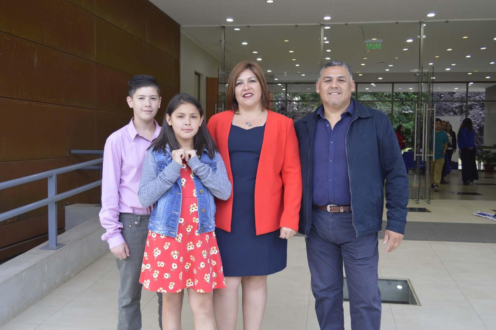 Fabián Osses, Monserrat Osses, Roxana González y Emanuel Osses