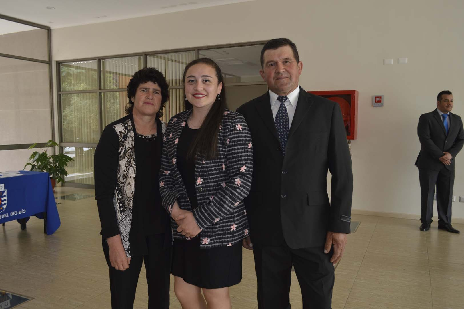 Teresa Navarrete, Katherine Salinas y Desiderio Salinas