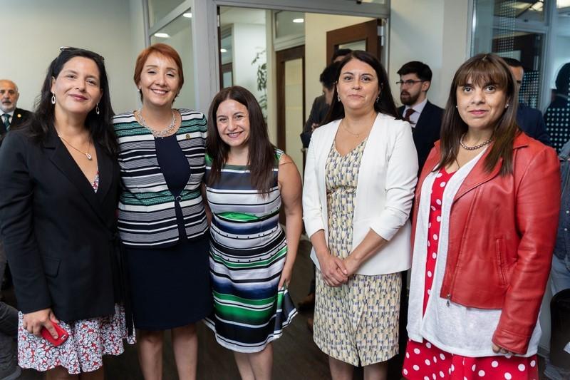 Paulina Valdebenito, Nayalet Mansilla, Lorena Sandaña (Directora Ejecutiva Regional de la Fiscalía) Tamara Cuello y Pilar Arriagada.