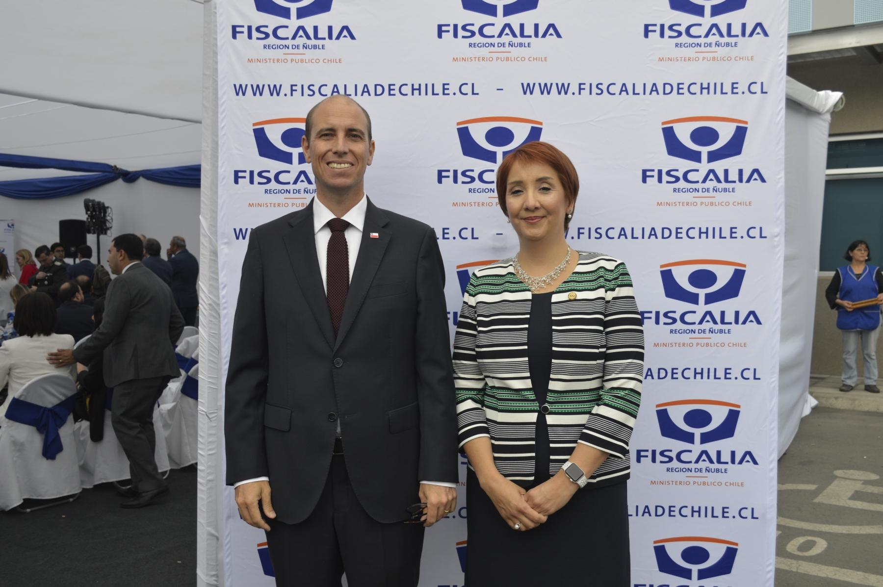 Martín Arrau (Intendente Región de Ñuble) y Nayalet Mansilla (Fiscal Región de Ñuble).