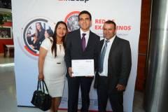 Inelia Villalobos, Cristopher Flores y Orlando Flores.