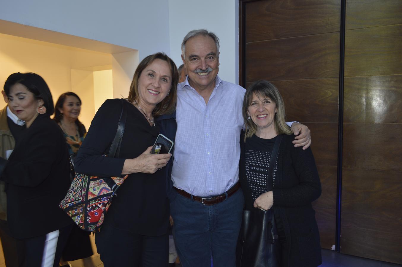 Alejandra Cox, José Luis Viñuela y Paulina Cabezas