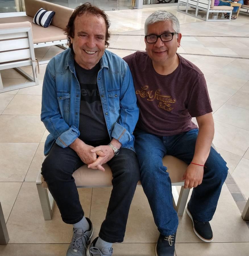 Miguel Ángel Rivera con el cantante Dyango