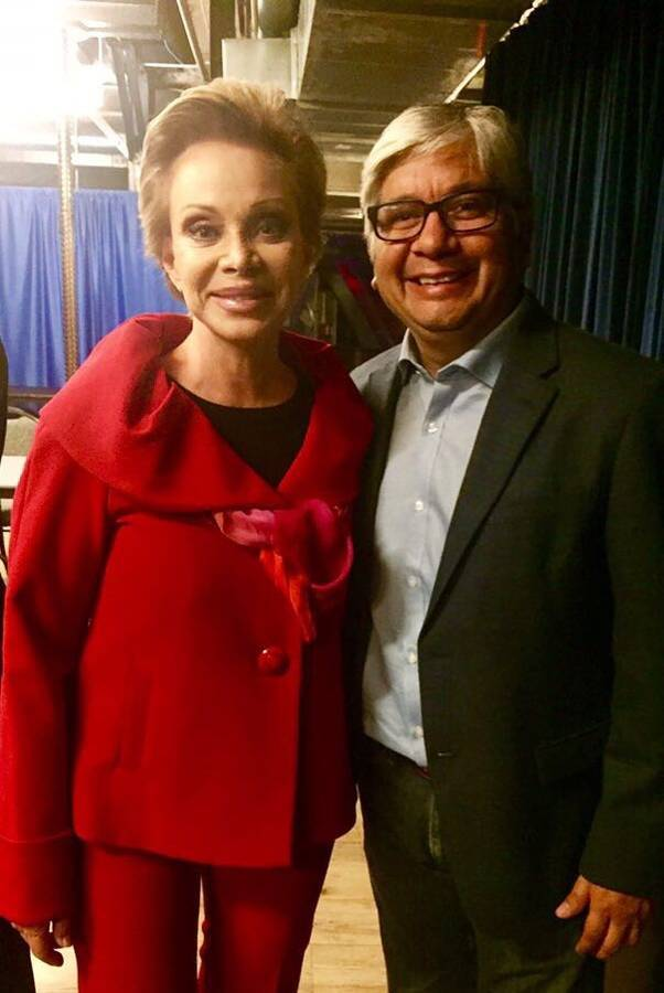 Miguel Ángel Rivera con la cantante Paloma San Basilio en Deacon Theatre New York