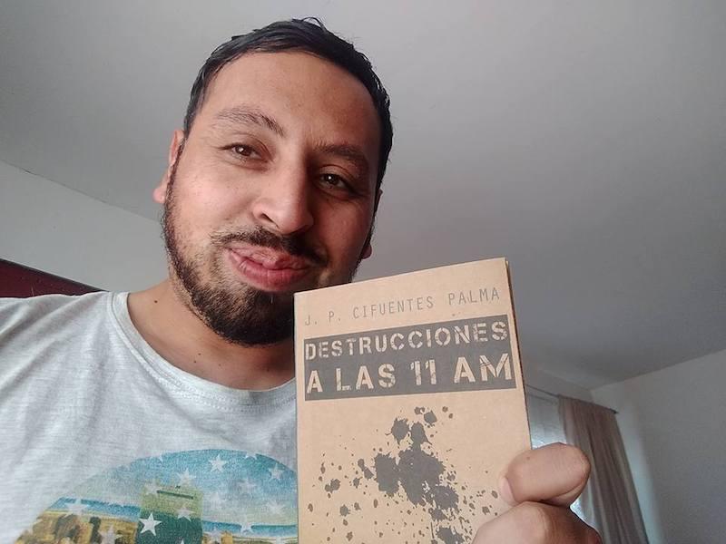 """Photo of Juan Pablo Cifuentes Palma, docente y escritor: """"Me gusta cuestionar lo establecido y generar conciencia"""""""