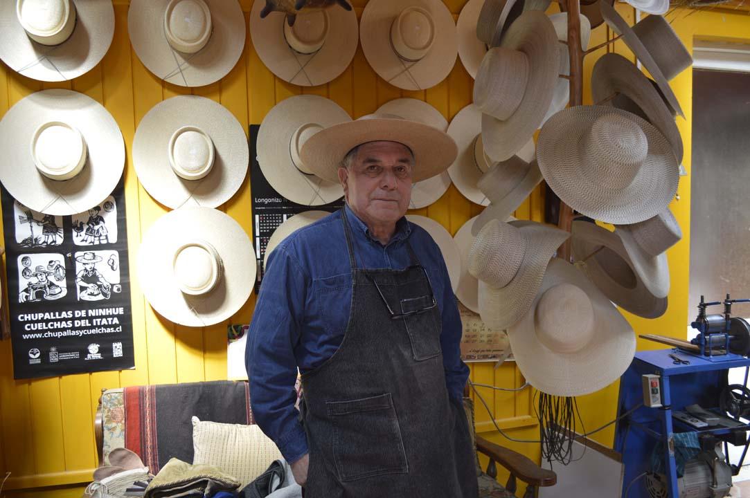 Photo of Pablo Gutiérrez, chupallero de Ñuble. 5 décadas en el arte de la chupalla