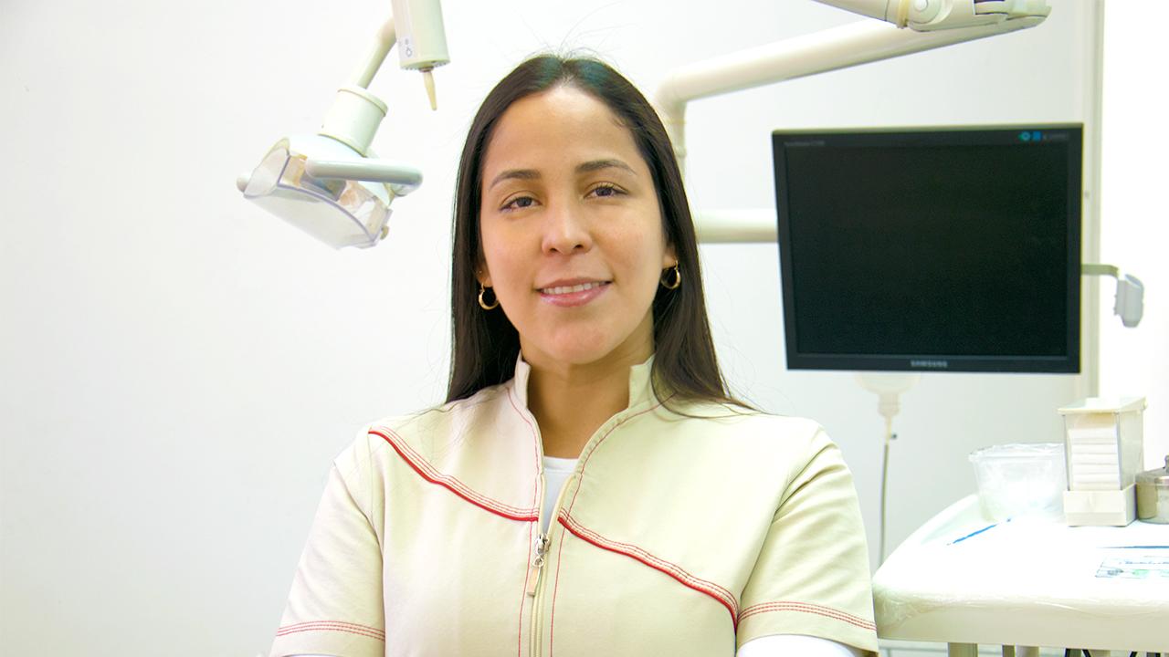 Lina Martínez, odontóloga
