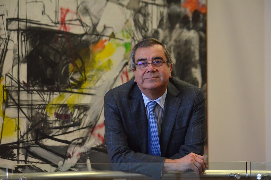 Photo of Dr. Álvaro Rojas Marín, rector Universidad de Talca. El hombre detrás del rector