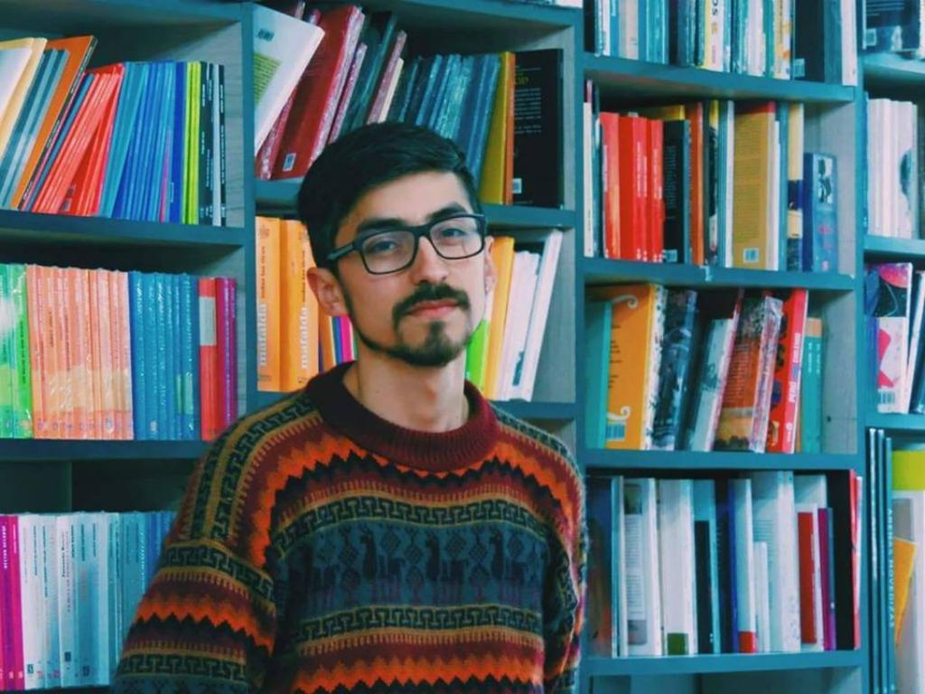 Gomez, trabajador de libreria