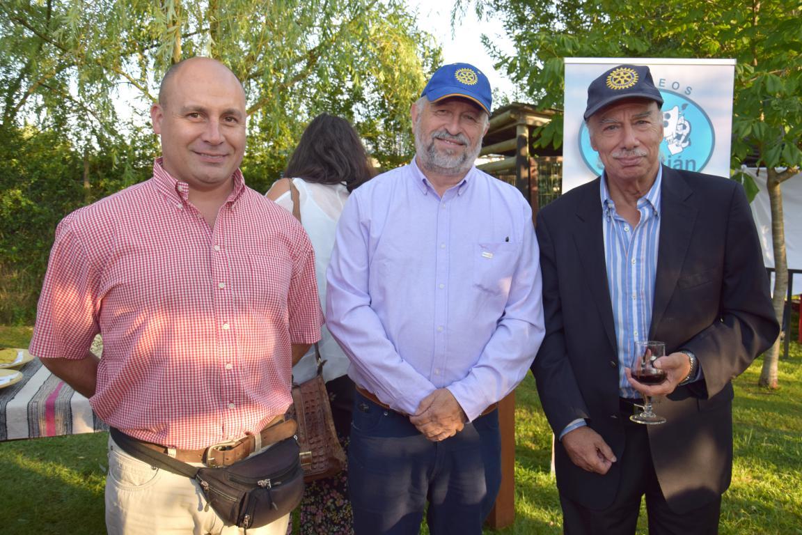 James Sauré, José Perotti, secretario Rotary Club Chillán Oriente, y Alfonso Cusacovich