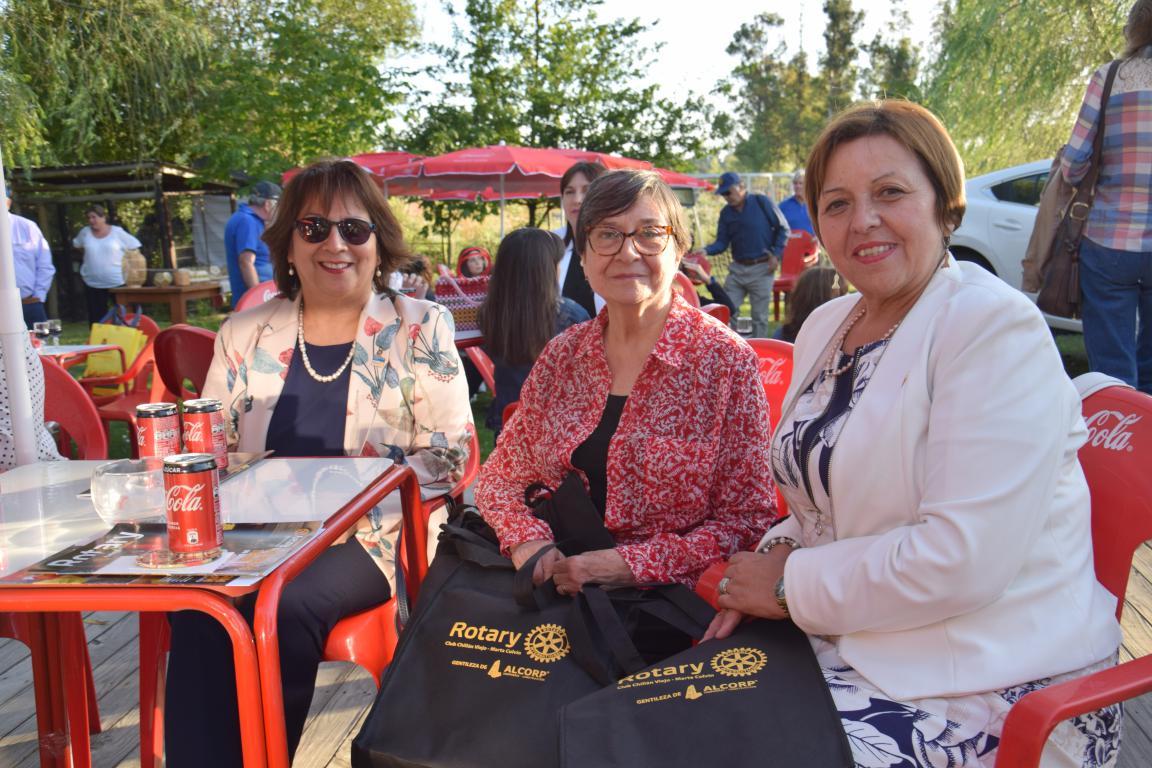 María Luisa Nito, Victoria Merino, presidenta Rotary Marta Colvin, y Cecilia Pradenas