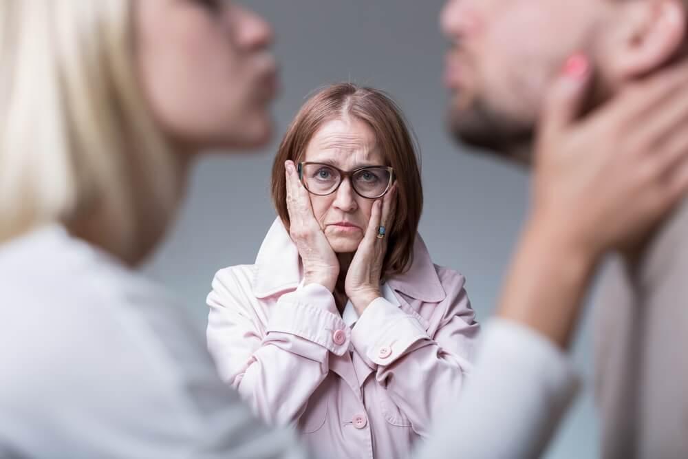 Photo of Estudio determinó que tu madre podría ser la razón de tu soltería