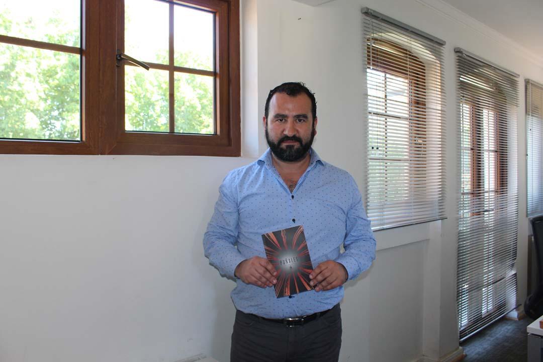 Photo of Héctor Veloso Espinoza, periodista y poeta. Del corazón del Biobío al universo del ser humano