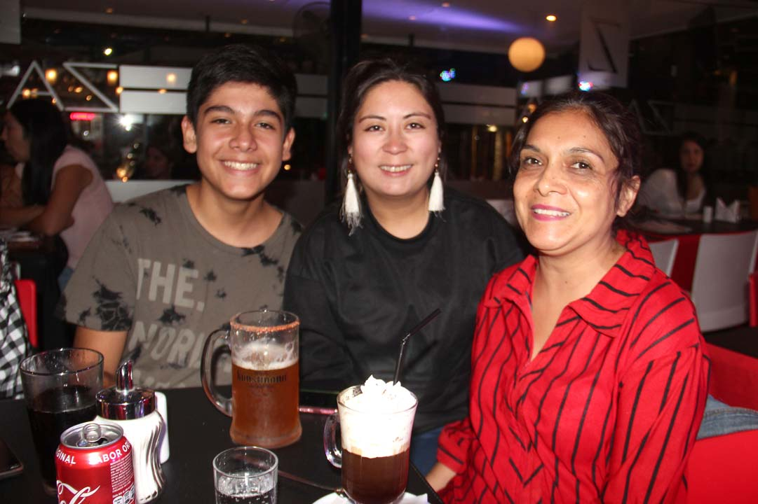 Juan Pablo Cea, Nazaret Reyes y Carmen Sandoval