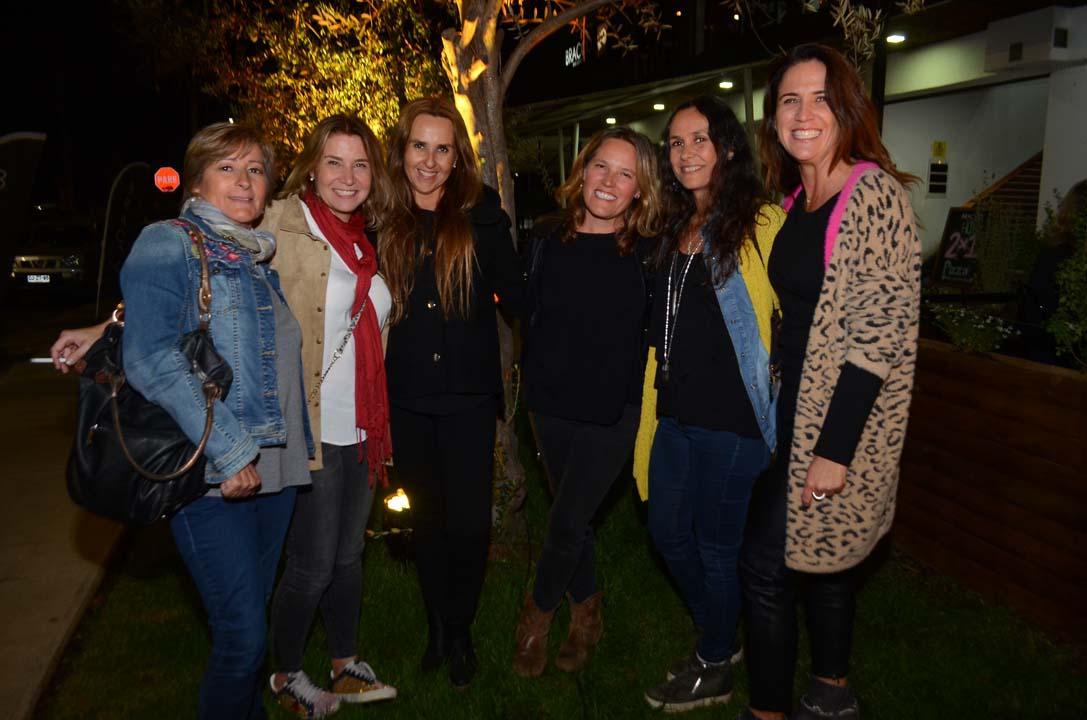 Marta Azócar, Claudia Bozzo, Patricia Rojas, Sonia Ruiz, Gabriela Durán y Pilar Urzúa