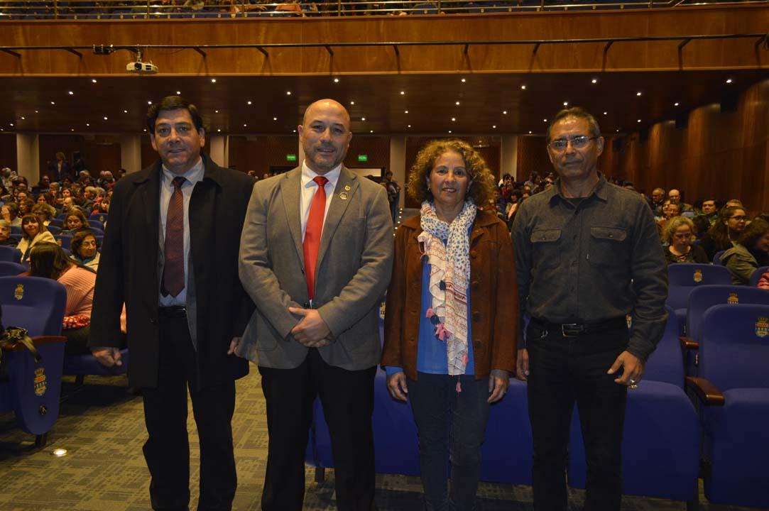 Juan Alberto Barrera (subdirector UdeC, campus Chillán), Pedro Rojas (director UdeC, campus Chillán), María Isabel Ormazábal y Antonio Cortés (director Ballet Folclórico UdeC)
