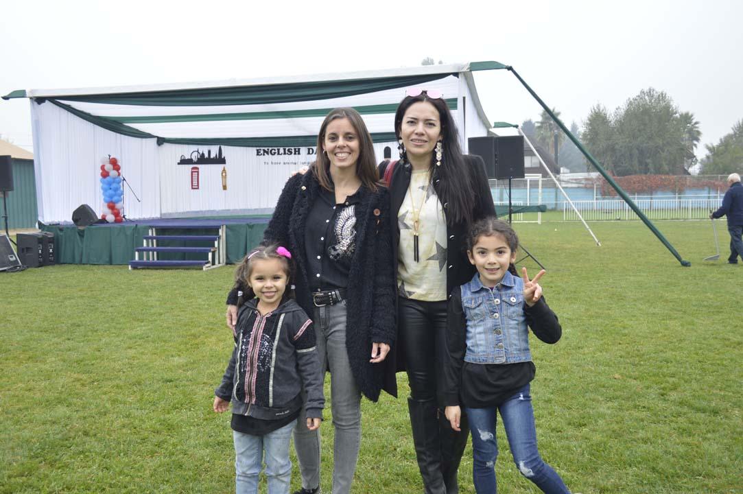Verónica Espinoza, Verónica Salazar y las niñas Victoria Guzmán y Maite Ulloa