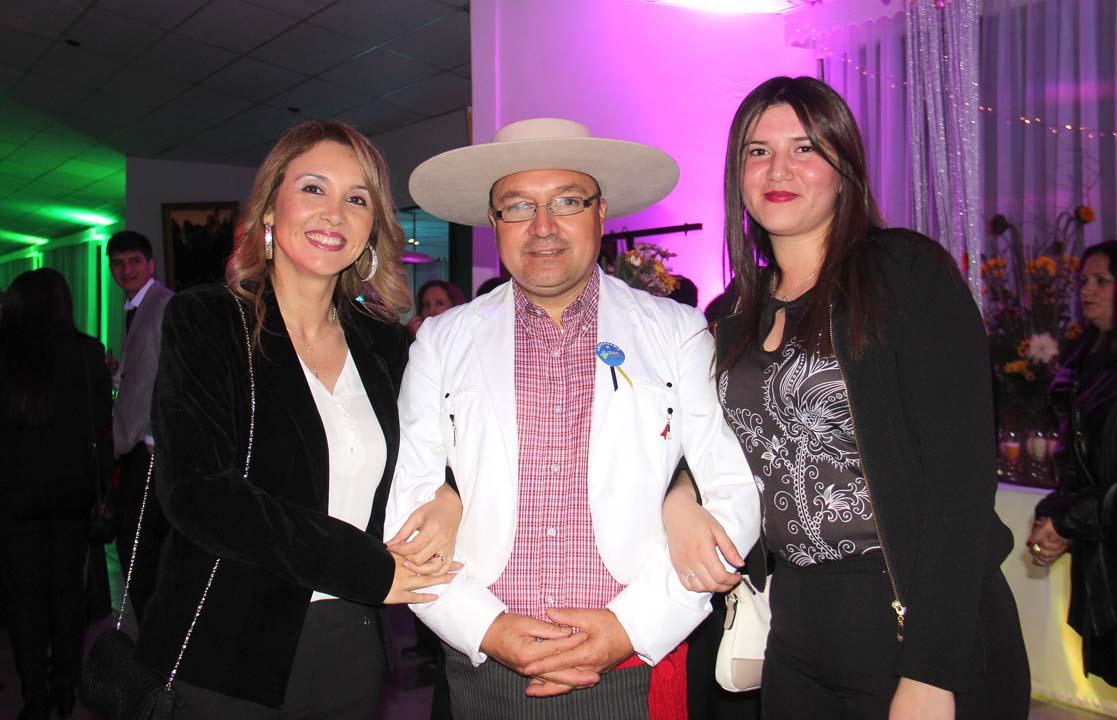 Marcela Vergara, Juan Vera y Scarlet Fernández