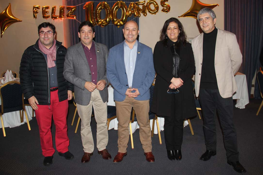Mauricio López, Juan Alberto Barrera, Pedro Pablo Rojas (Director General UdeC Campus Chillán), Claudia Muñoz (Directora de la VRIM) y Carlos Saavedra (Rector UdeC)