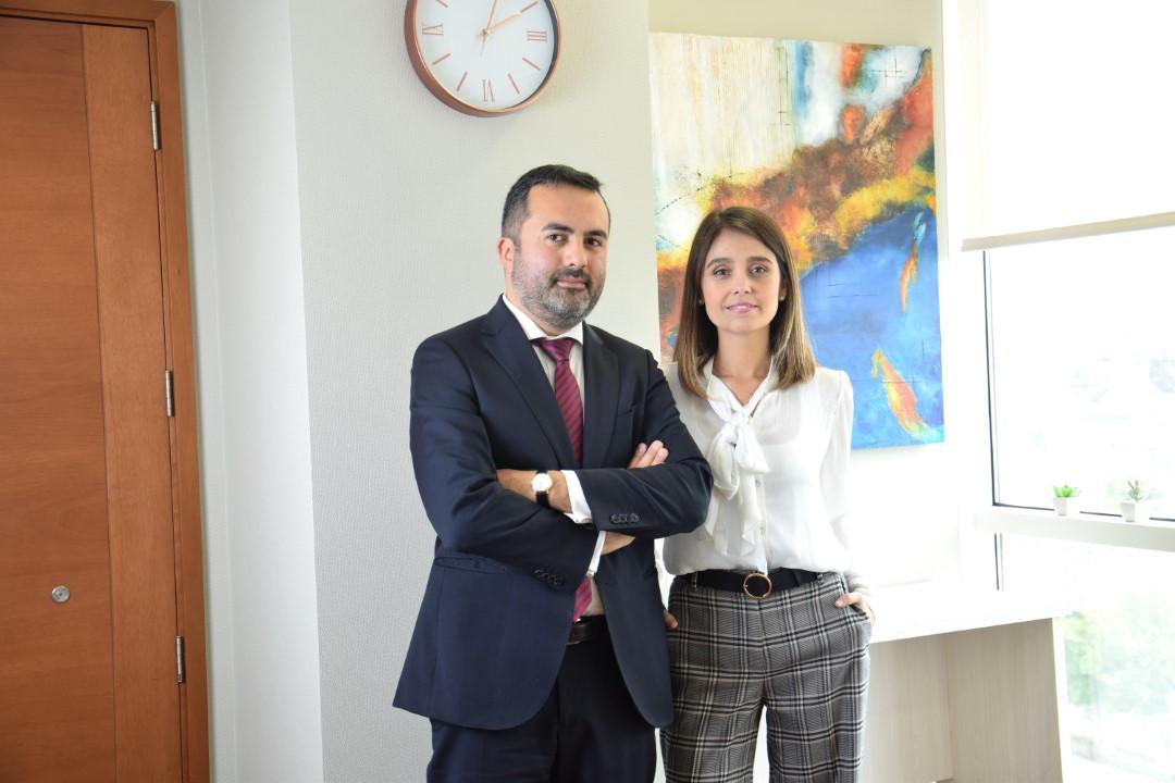 Fabiola Gandarillas Quargnolo y Nicolás Reyes Bravo, socios fundadores de SMC
