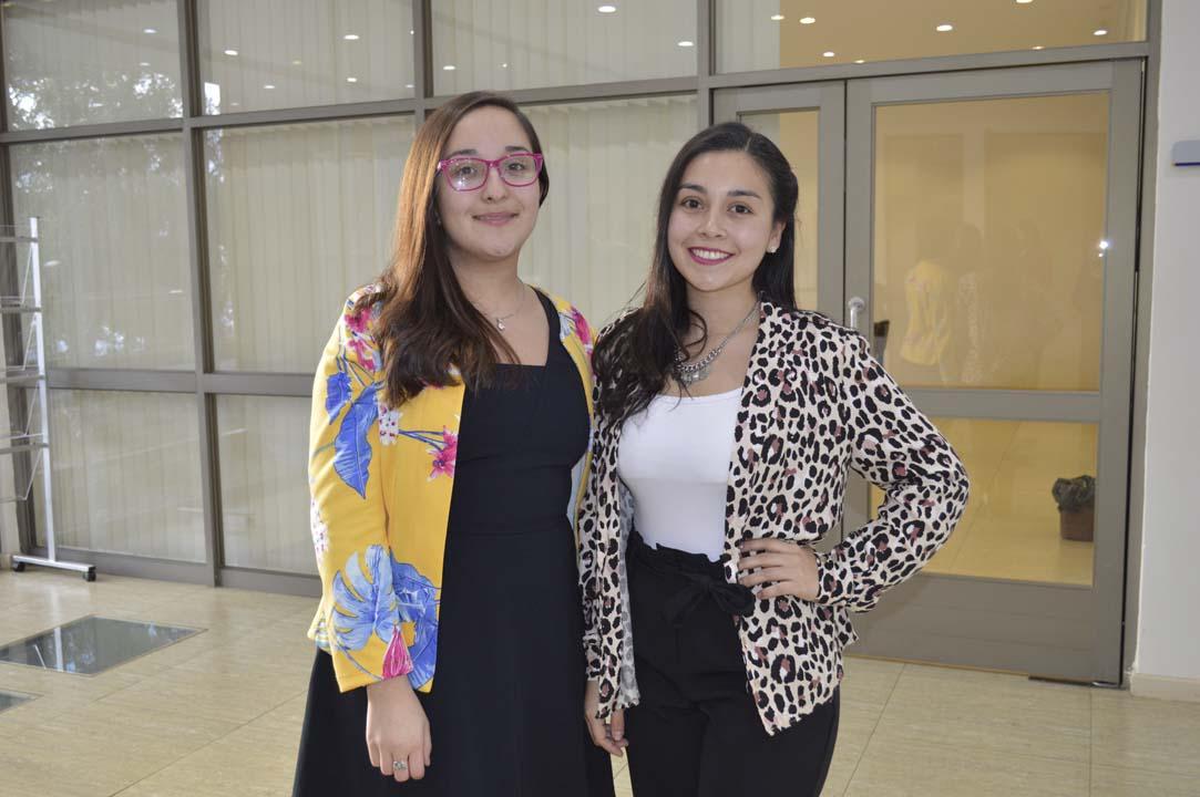 Elizabeth Sandoval y Camila Vásquez