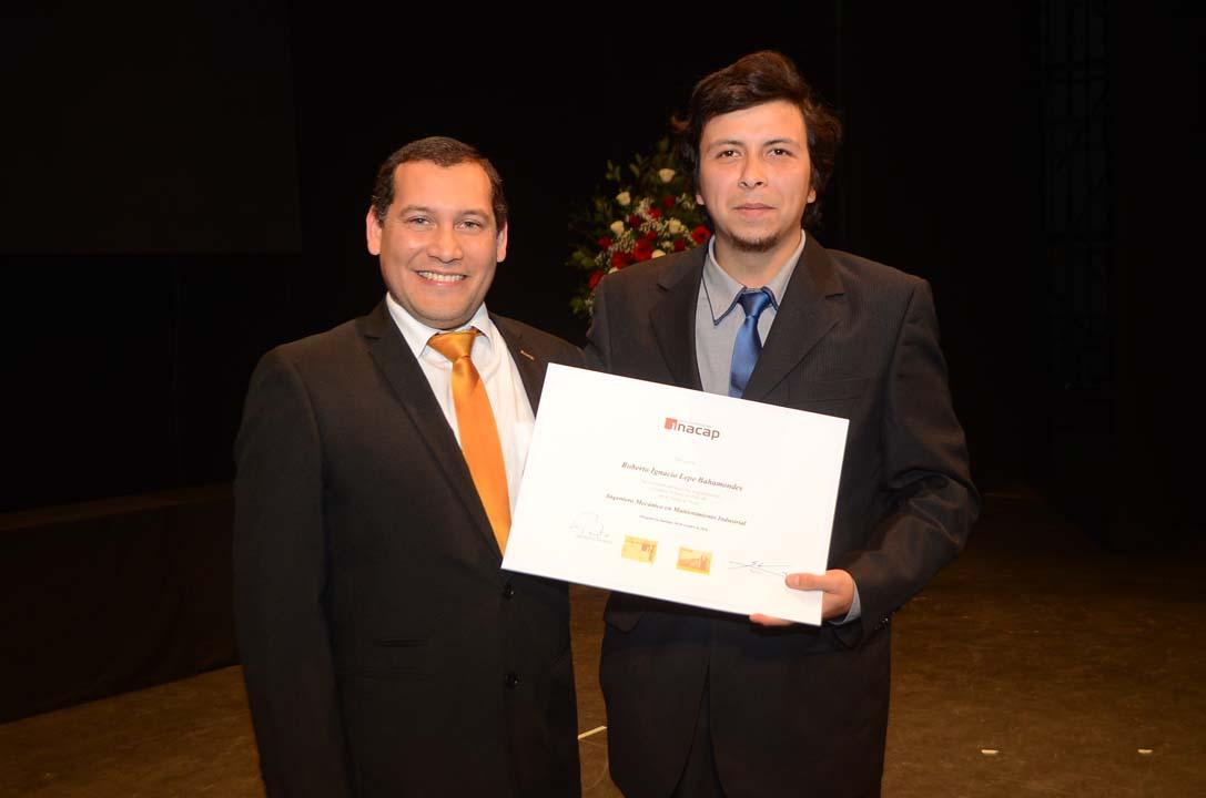 Rubén Sánchez, Director de Carrera de la Escuela de Mecánica y Electromovilidad, y Roberto Lepe