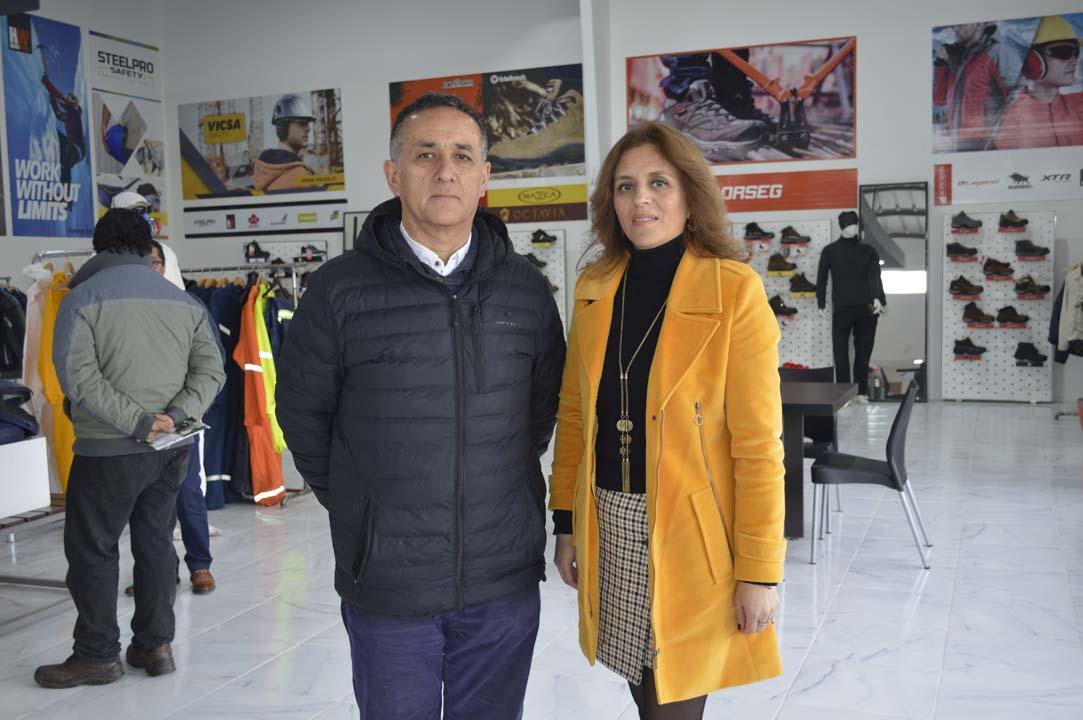 Miguel Cisternas (Docente Técnico DAEM Coihueco) y Soledad Cotal (Ingeniera en Prevención de Riesgos DAEM Coihueco).