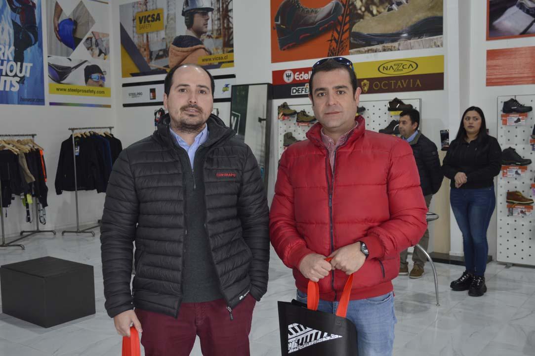 Matías Morales (Encargado Adquisiciones Curimapu) y Moisés Aravena (Jefe Prevención Curimapu)