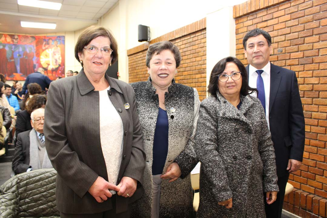 Ivonne Cid, Marcela Córdova, Patricia Bastías y Víctor Jara