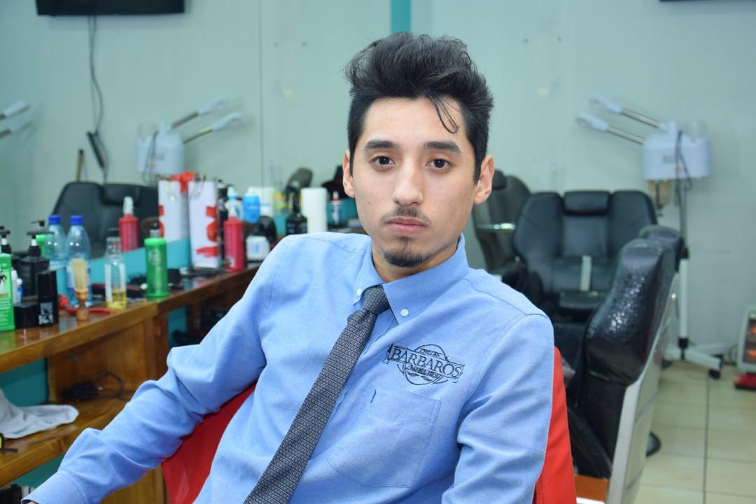 Adrián Gallardo Cruces  Barbero y director de Barbaros Barbershop Chillán.
