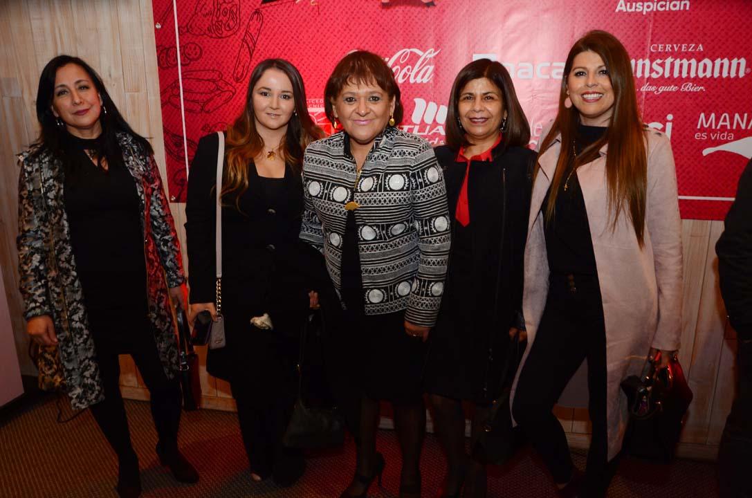 Carla Echeverría, Gisselle Naranjo, Viviana Vega, Mónica Araya y Anita Cortés