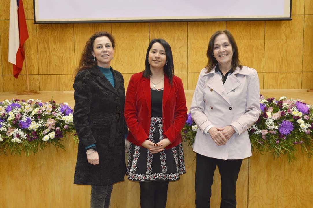 Marcela Ruiz (Directora Departamento de Nutrición y Salud Pública), Gladys Quezada (Directora Escuela Nutrición y Dietética) y Verónica Berrón (Académica Departamento de Nutrición)