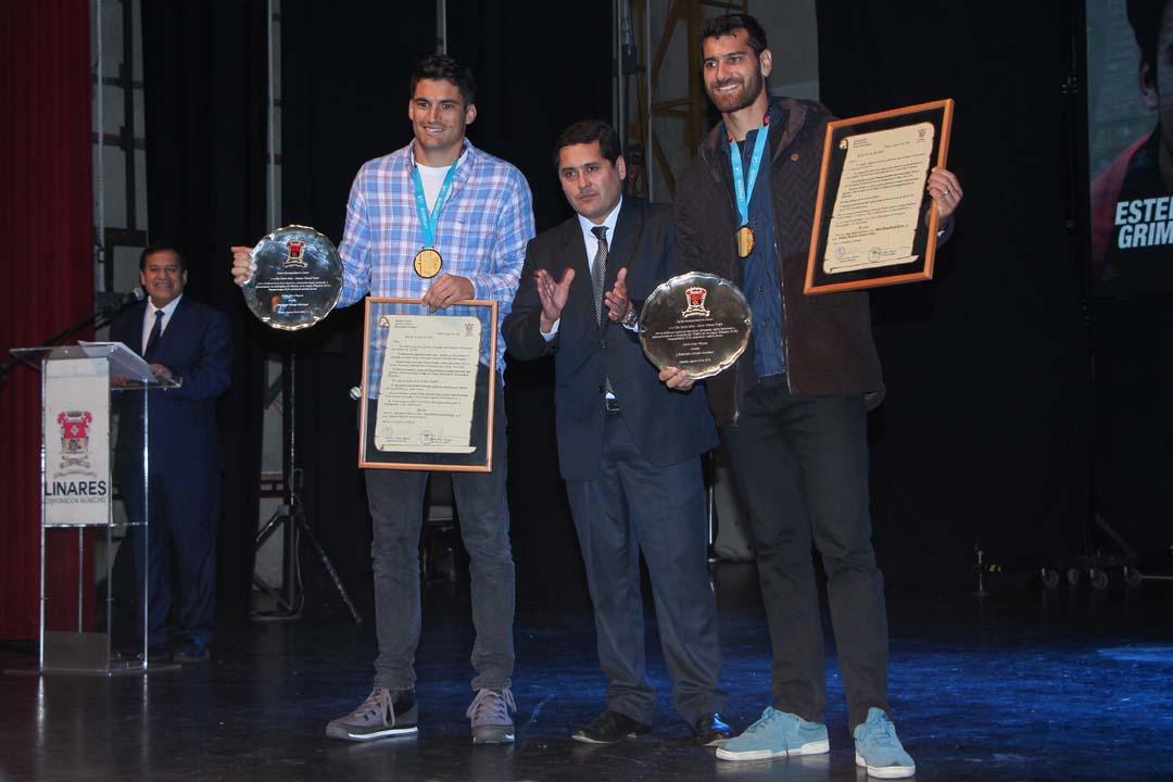 Ceremonia en el Teatro Municipal de Linares donde Marco y Esteban Grimalt fueron declarados Hijos Ilustres