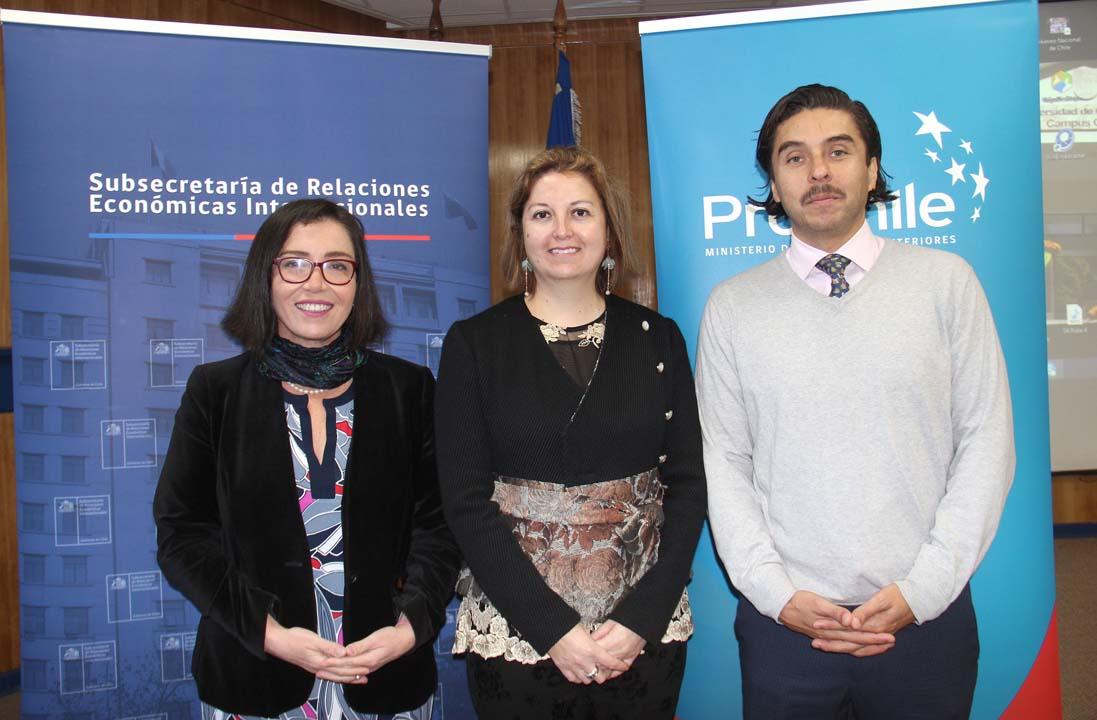 Constanza Alegría, Ingrid Quezada (Directora Regional ProChile Ñuble) y Carlos Salas