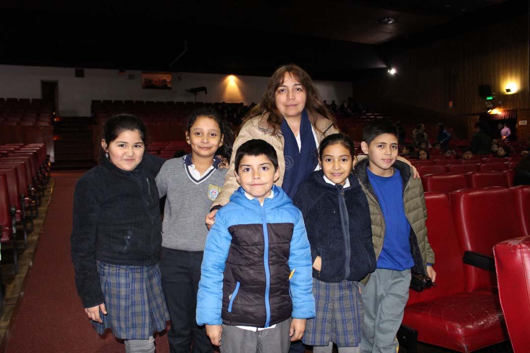 Emilia Soto, Sofía Hernández, Alfonso Salgado, Valentina Candia, Esteban Monares y Erika Zapata