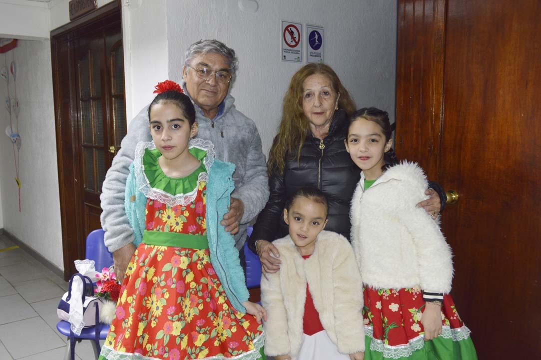 Ricardo Sarmiento, Silvia Navarro y las niñas Piera Monrroy, María Jesús Monrroy y Ángela Monrroy