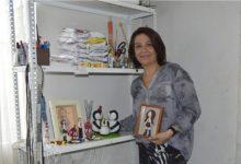 """Photo of Claudia Chacón, cerámica en frío – """"Mi trabajo tiene el sello de mi creatividad"""""""