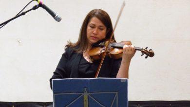Photo of Violinista Carmen Gloria Mella grabó obra a distancia junto a un exalumno